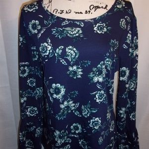 New Directions Sz XL Blue Floral Ruffle Sleeve Top